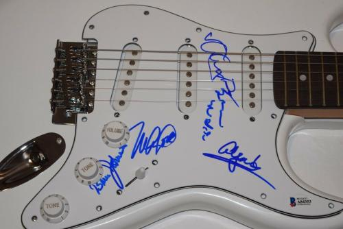 THE BEACH BOYS Signed Autographed Electric Guitar Brian Wilson +4 Beckett COA