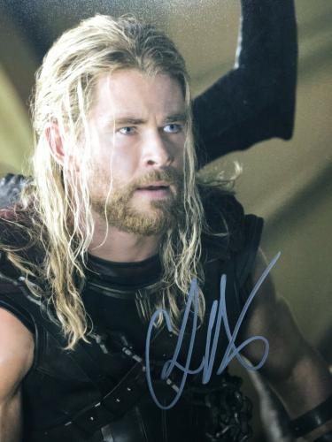 Chris Hemsworth Signed Marvel 'Avengers' 11x14 Photo BAS D46097