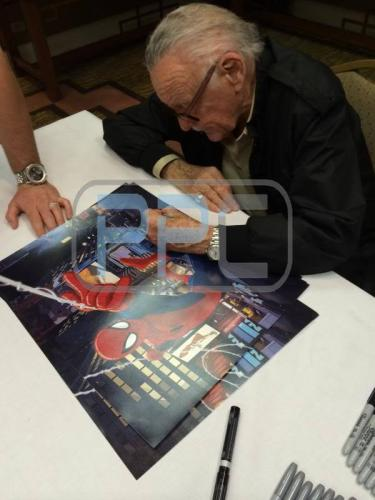Stan Lee Signed Spider-Man 16X20 Photo Marvel Comics PSA/DNA 9