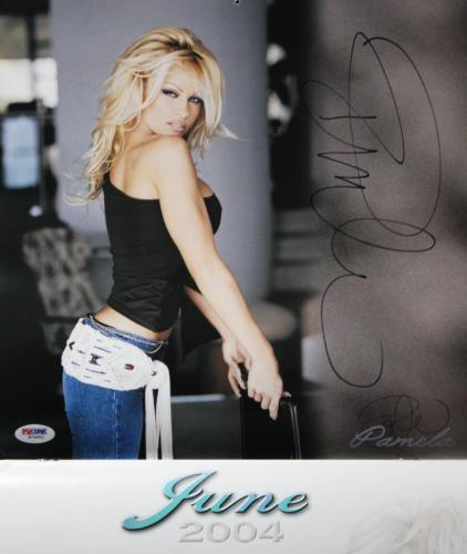 Pamela Anderson Sexy Signed 2004 Calendar Sexy Psa/dna W79952