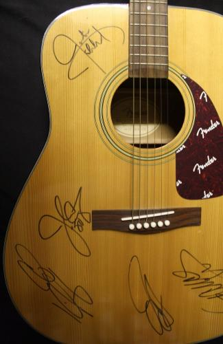 N*SYNC signed Acoustic guitar signed by entire band-TIMBERLAKE-JSA Authenticated