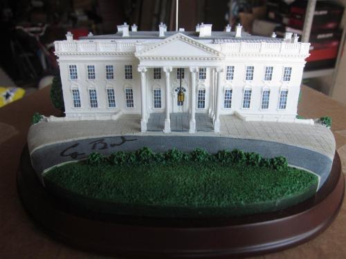 President George HW Bush Signed Danbury Mint White House Model PSA/DNA 41st Pres