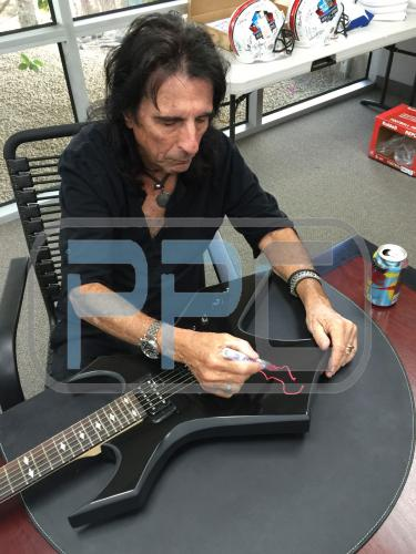 Alice Cooper Signed 16X20 Photo Autographed PSA/DNA ITP 1