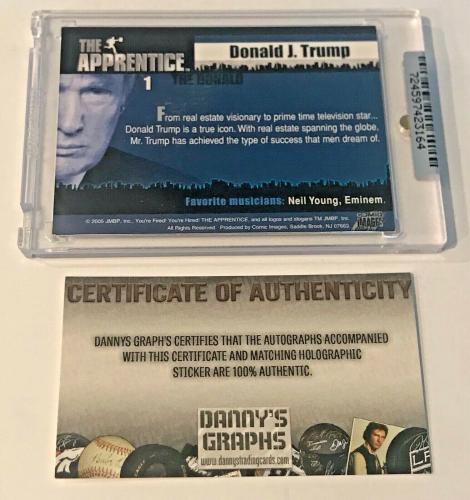 2005 Comic Images The Apprentice Donald Trump Auto Signed Trading Card #1 DG COA