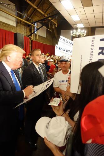 Donald Trump & Mike Pence Signed White House Engraving Jsa Coa Rare!!