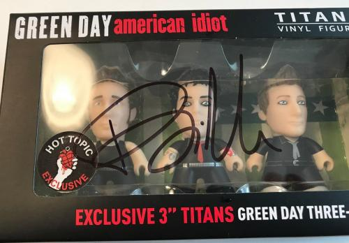 BILLIE JOE ARMSTRONG signed authentic Green Day American Idiot vinyl figure set
