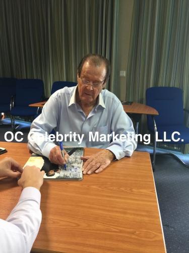 Roger Moore Signed 16x20 James Bond 007 Canvas Bas Coa Authentic Autograph C