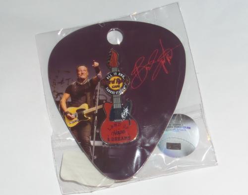 Bruce Springsteen Hard Rock Cafe Yankee Stadium Ny Signature Series Guitar Pin
