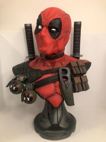 Rob Liefeld/Stan Lee Signed Marvel Sideshow Deadpool Full Size Bust Beckett