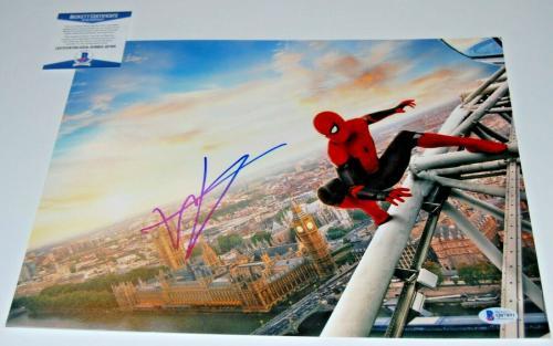 TOM HOLLAND signed (SPIDER-MAN HOMECOMING) AVENGERS 11x14 photo BECKETT COA #11