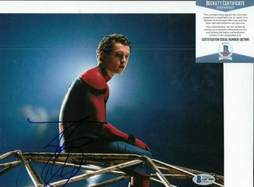 TOM HOLLAND signed (SPIDER-MAN HOMECOMING) AVENGERS 8x10 photo BECKETT COA #2