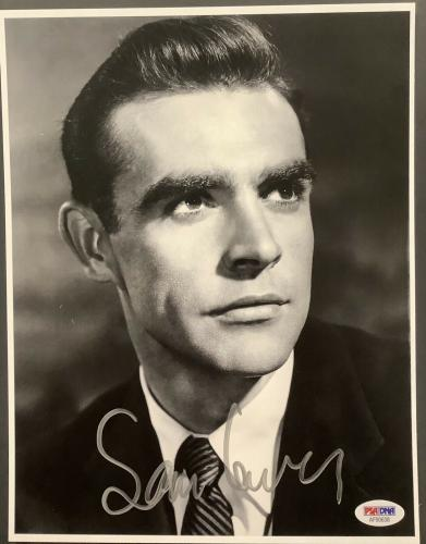Sean Connery Signed Photo 8x10 James Bond Autograph Indiana Jones PSA/DNA B&W