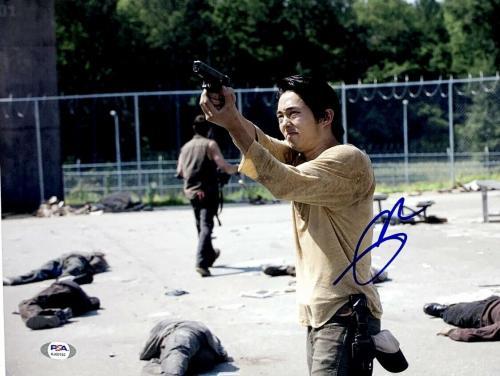 "Steven Yeun ""The Walking Dead"" ""Glenn"" Signed 11x14 Photo PSA AJ60182"