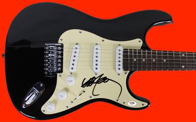 Willie Nelson Signed Guitar Autographed PSA/DNA #AB40415