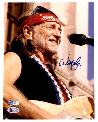 WILLIE NELSON Signed Autographed 8x10 Photo BECKETT BAS #C02453