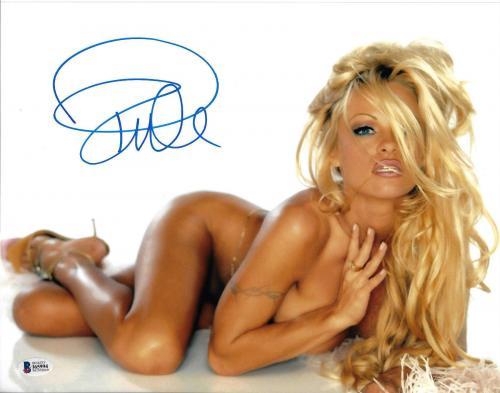 Pamela Anderson Signed 11x14 Photo - Pam Sexy Laying Beckett BAS