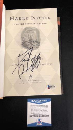 Daniel Radcliffe Signed Harry Potter And The Deathly Hallows Book Beckett Bas