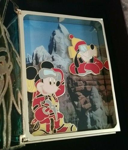 Disney Storybook Collection Mickey Goofy Mountain Jumbo Stained Glass Pin Wbox B