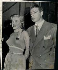 "1954  Marilyn Monroe & Joe Dimaggio Original Wire Photo, 6.75"" x 8.25"