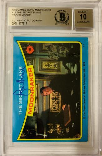 ROGER MOORE Signed 1979 Topps James Bond trading card #18 Moonraker BAS Auth.