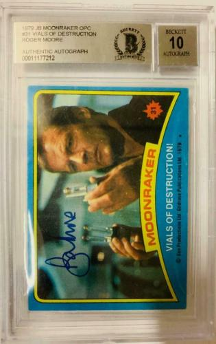 ROGER MOORE Signed 1979 Topps James Bond trading card #31 Moonraker BAS Auth.