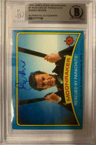 ROGER MOORE Signed 1979 Topps James Bond trading card #7 Moonraker BAS Authentic