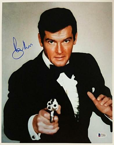 Roger Moore Signed 11x14 James Bond 007 photo auto #9 w/ Beckett BAS COA