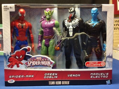 Stan Lee signed Titan Hero Series Avengers 4 Figures PSA/DNA  #X72610