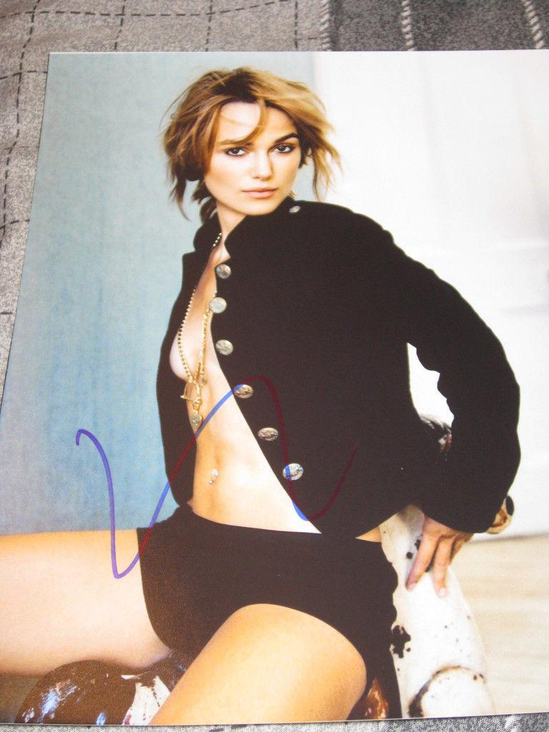 KEIRA KNIGHTLEY SIGNED 8x10 PIRATES OF THE CARIBBEAN H