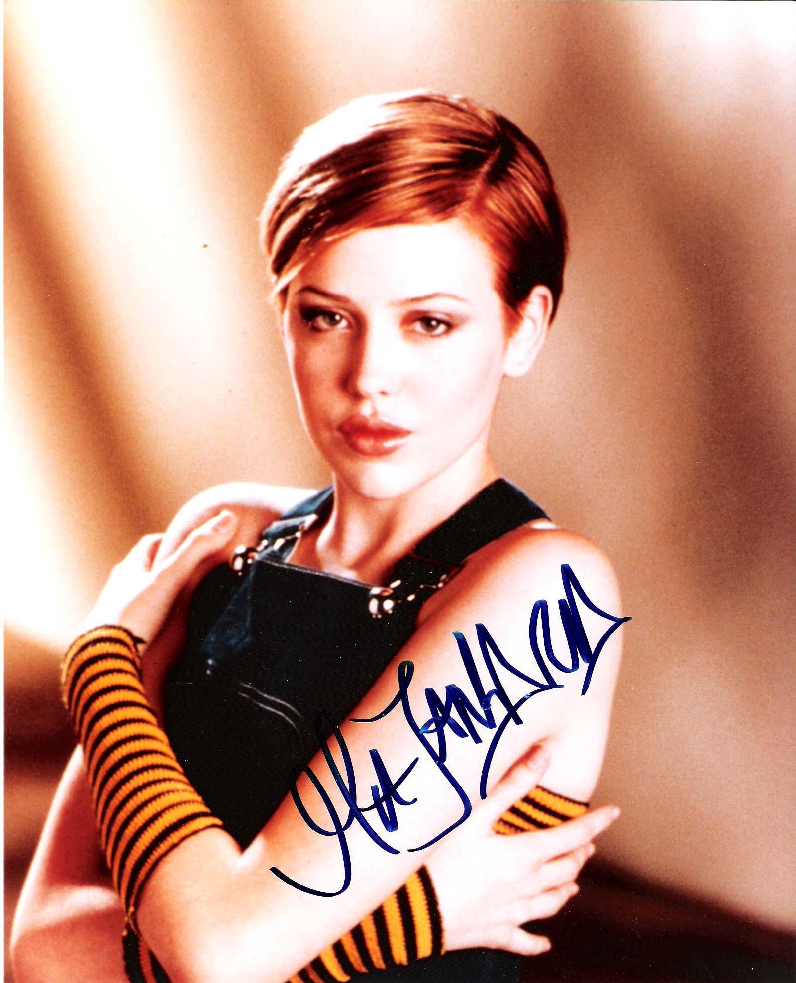 "MAJANDRA DELFINO (TV ACTRESS) Best Known for ""ROSWELL"" and ""STATE OF GEORGIA"" Signed 8x10 Color Photo"