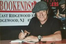 """Ac/dc Brian Johnson Signed """"rockers And Rollers"""" Book + 5 Real Photos & Bas Coa"""