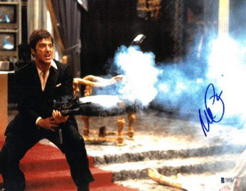 Al Pacino signed Scarface Tony Montana 11X14 Photo (Horizontal w/Gun full sig)- Beckett Holo #D48981