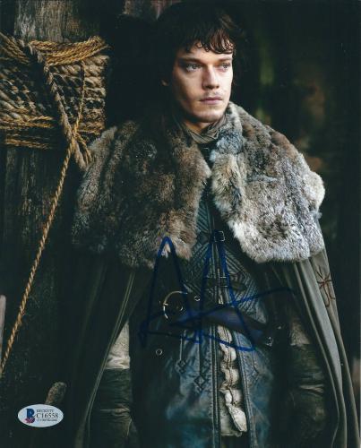 Alfie Allen Signed 'Game of Thrones' 8x10 Photo *Theon Greyjoy BAS C16558