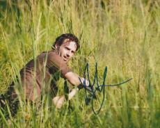 Andrew Lincoln Signed - Autographed THE WALKING DEAD 8x10 inch Photo - Guaranteed to pass PSA or JSA