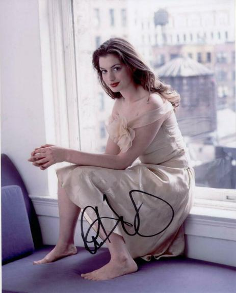 Anne Hathaway Signed Autograph 8x10 Photo - Barefoot Beauty, Dark Knight Rises