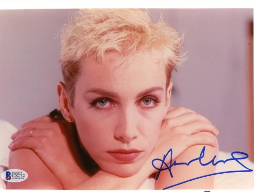"Annie Lennox Autographed 8""x 10"" Eurythmics Resting Chin on Hands Photograph - Beckett COA"