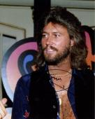 BARRY GIBB HAND SIGNED 8x10 COLOR PHOTO+COA        HANDSOME+SEXY BEE GEES SINGER