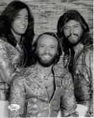 BARRY GIBB HAND SIGNED 8x10 GROUP PHOTO        AWESOME POSE   BEE GEES       JSA