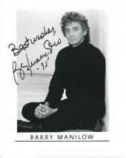 BARRY MANILOW HAND SIGNED 8x10 PHOTO+COA      AWESOME POSE      LEGENDARY SINGER