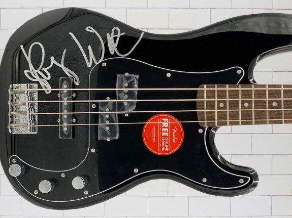 Beckett Roger Waters Pink Floyd Signed Black Bass Guitar Autograph Bas Loa 3