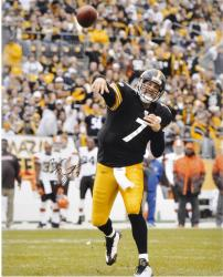 Ben Roethlisberger Pittsburgh Steelers Autographed 16'' x 20'' Vertical Passing Photograph - Mounted Memories