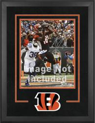 Cincinnati Bengals Deluxe 16'' x 20'' Vertical Photograph Frame with Team Logo - Mounted Memories