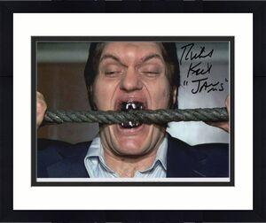 RICHARD KIEL HAND SIGNED 8x10 COLOR PHOTO+COA     JAWS FROM 007 BOND BITING WIRE
