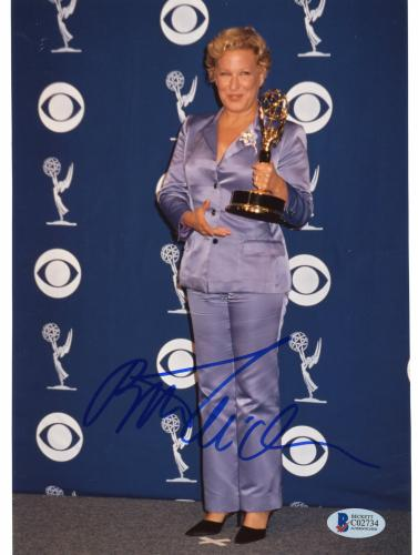 "Bette Midler Autographed 8""x 10"" Holding Primetime Emmy Award Photograph - Beckett COA"