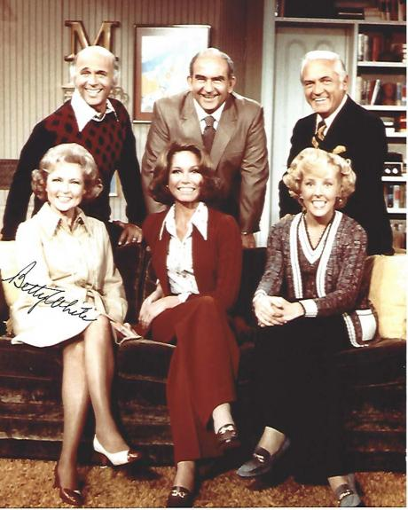 """BETTY WHITE as SUE ANN NIVENS on the TV Series """"MARY TYLER MOORE SHOW"""" Signed 8x10 Color Photo"""