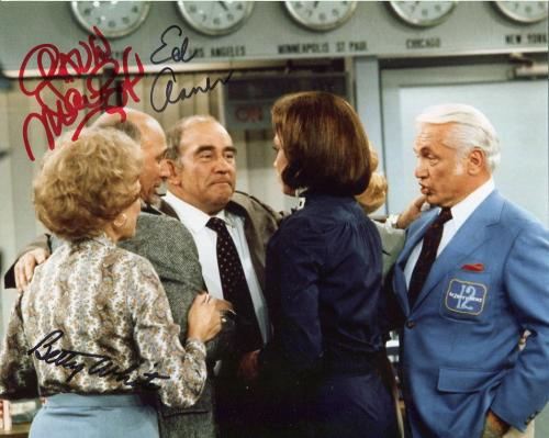BETTY WHITE+ED ASNER+MACLEOD HAND SIGNED 8x10 COLOR PHOTO+COA    SIGNED BY ALL 3