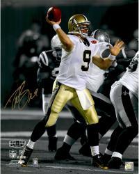 Drew Brees New Orleans Saints Fanatics Authentic Autographed 16'' x 20'' Spotlight Throw Photograph