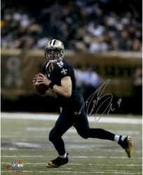 Drew Brees New Orleans Saints Autographed 16'' x 20'' Scramble Photograph - Mounted Memories