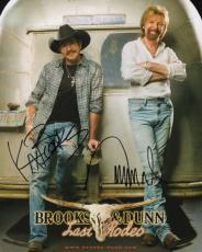 BROOKS+DUNN HAND SIGNED 8x10 COLOR PHOTO+COA       SIGNED BY BOTH     LAST RODEO