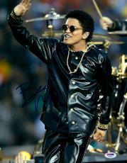 "Bruno Mars Autographed 11"" x 14"" Waving Photograph - PSA/DNA"
